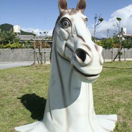 伊平屋島にある謎の馬頭