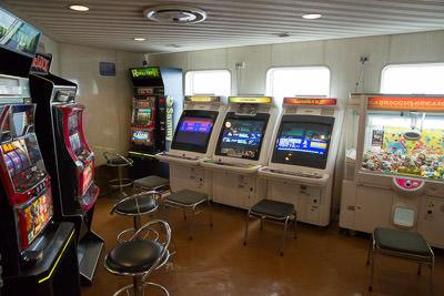 ferryinside_04.jpg