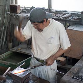【大人の社会見学】沖縄で最後の手打ち鍛冶屋 池村鍛冶屋
