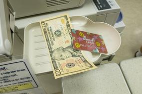 dollar_19.jpg