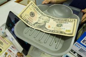 dollar_23.jpg