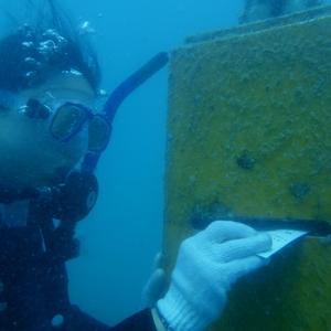 うみそら公園の海底ポストに投函されたハガキを追え!