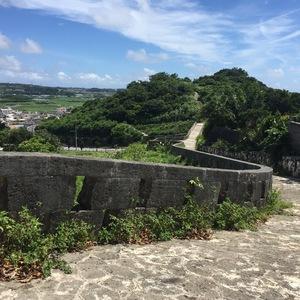 沖縄の万里の長城を往く