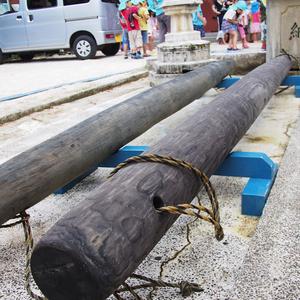 与那原大綱曳のカナチ棒は水の中から現れる